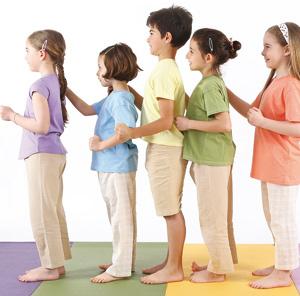 le yoga en groupe enfant