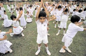 yoga à l'école - Assam - inde